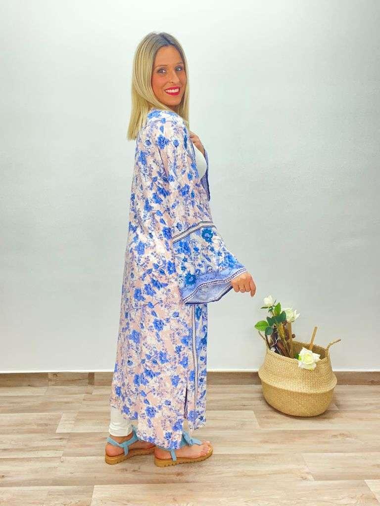 posat divina Kimono Mila Azul