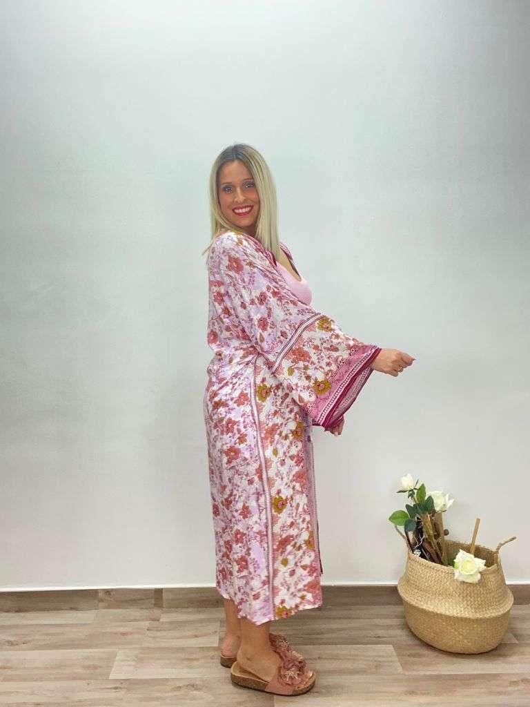 posat divina Kimono Mila Rosa